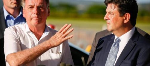 Bolsonaro e Mandetta estão em conflito de ideias. (Arquivo Blasting News)