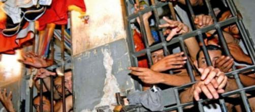 Detento faz carta e relata fome, 'sarna humana' e humilhação dentro da penitenciária. (Arquivo Blasting News)