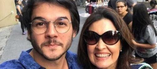 """Fátima Bernardes ganha declaração de namorado: """"cada minuto importa"""". ( Arquivo Blasting News )"""