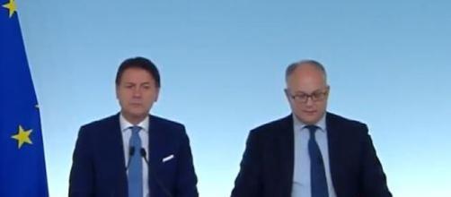Il premier Giuseppe Conte ed il Ministro dell'Economia Roberto Gualtieri.