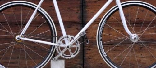 Modena, donna positiva al coronavirus denunciata perché passeggiava in bici.