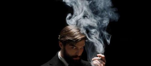 Robert Finster interpreta o jovem Sigmund Freud. (Reprodução/Netflix)