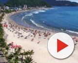 Praia de Guaratuba antes da pandemia da Covid-19. (Arquivo Blasting News)