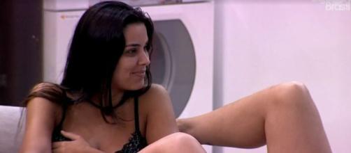 Ivy conversa com sisters na área externa. (Reprodução/TV Globo)