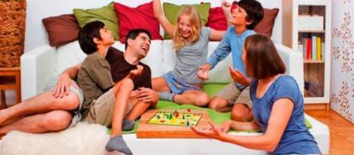Juegos en casa para niños y adultos, para aliviar el estrés del COVID-19