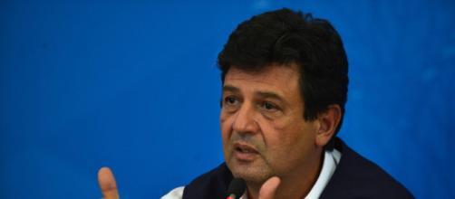 Luiz Henrique Mandetta garante que vai permanecer no Ministério da Saúde. (Arquivo Blasting News)