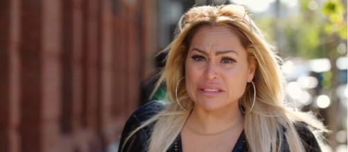 On '90 Day Fiancé,' fans want to slap Tom after he asks Darcey if 'she put on weight.' [Image Source: TLC/YouTube]