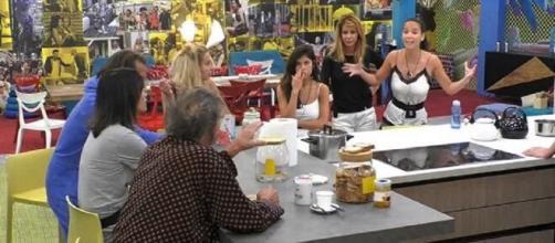 Paola Di Benedetto è finita nel mirino di Fernanda Lessa alla vigilia della finale del GF Vip