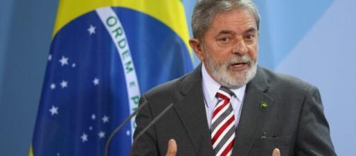 Bolsonaro é criticado por Lula pela falta de comprometimento a respeito da covid-19. (Arquivo Blasting News)