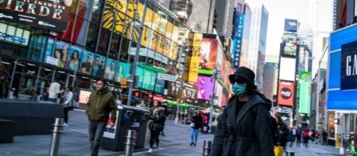 El alcalde de Nueva York ordenó cerrar bares y restaurantes por el coronavirus. - infobae.com