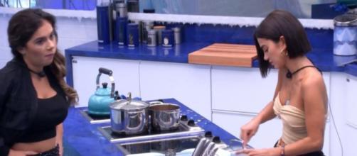 Gizelly conversa com sisters após saída de Marcela. (Reprodução/TV Globo)