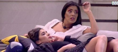 Ivy e Gizelly na área externa do 'BBB20'. (Reprodução/TV Globo)