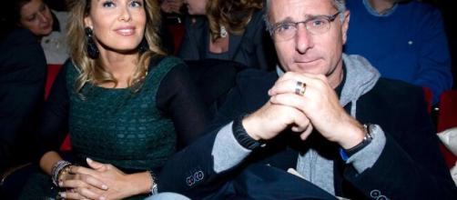 Paolo Bonolis senza parole per la dedica della moglie Sonia ... - urbanpost.it