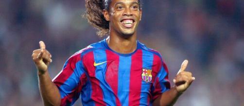 Ronaldinho Gaúcho deixa prisão no Paraguai após pagar fiança milionária. (Arquivo Blasting News)