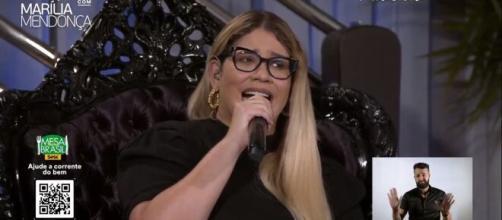 Cantora Marília Mendonça em uma das lives no youtube. (Reprodução/YouTube)