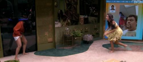 Flayslane faz xixi na sala da casa após festa. (Reprodução/TV Globo)