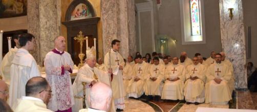 Giovedì Santo anomalo, la Chiesa omette la lavanda dei piedi e l'Altare della reposizione per contrastare il contagio da Coronavirus.