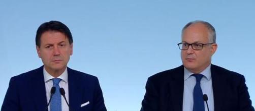 Il presidente del Consiglio Giuseppe Conte ed il Ministro dell'Economia Roberto Gualtieri.