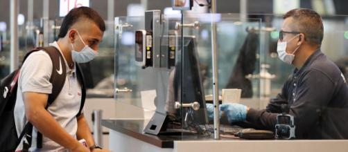 Los aeropuertos han sido testigo de la huida de miles de personas a sus naciones de origen. - lopezdoriga.com