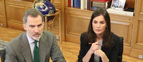 Los monarcas, Felipe y Letizia realizan reuniones de trabajo por los efectos que deja el Covid-19 en varias comunidades españolas.