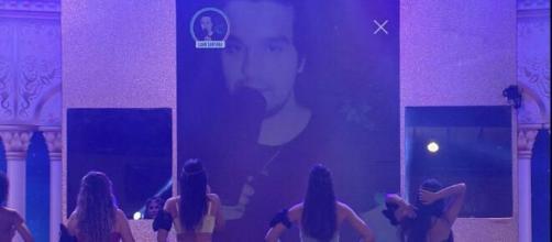 Luan Santana emociona sisters em show virtual durante festa. ( Reprodução/TV Globo )
