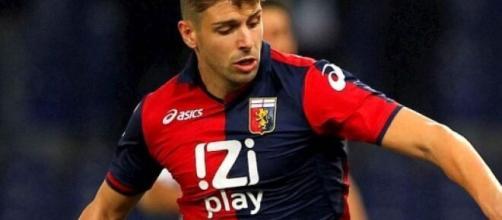 Miguel Veloso, nella foto con la maglia del Genoa