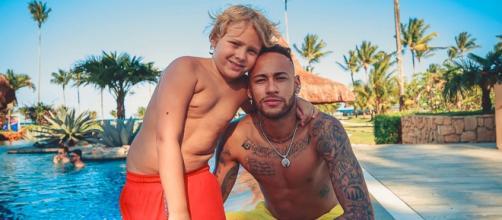 Neymar et son fils Davi dans sa maison à 8 millions d'euros
