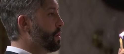 Una Vita, trame Spagna: Felipe affranto per il lutto della moglie Celia tenta di uccidersi