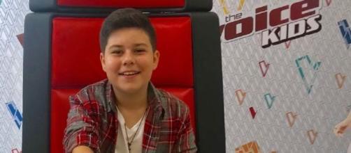 """Adolescente de 15 anos participou do """"The Voice Kids"""" no ano de 2018. (Reprodução/ Instagram/ @tucaalmeidacantor)"""