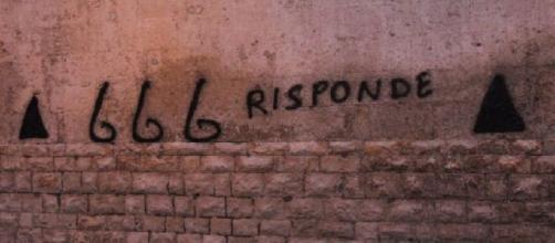 Bari, a Capurso scritte inneggianti il diavolo su due chiese della cittadina