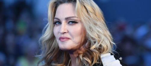 Madonna havia postado vídeo polêmico, depois apagado, onde estava numa banheira e dizia que o vírus pega ricos e pobres. (Arquivo Blasting News).