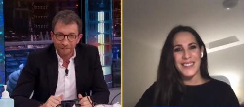 Malú charlando con Pablo Motos por videollamada en 'El hormiguero' (Antena 3)