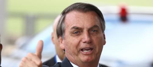 Jair Bolsonaro passeia de jet ski no mesmo dia que Brasil chega aos 10mil mortos pela covid-19. (Arquivo Blasting News)
