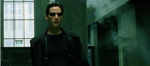 Keanu Reeves interpretava Neo. (Reprodução/Warner Bros.)