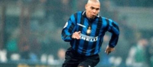 Nella foto Ronaldo con la maglia dell'Inter.
