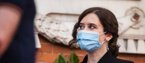 Díaz Ayuso es querella por familiares de víctimas del coronavirus en residencias de mayores