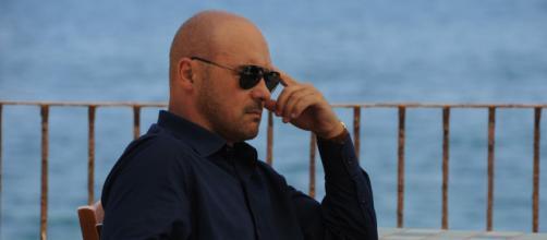 Il commissario Montalbano raddoppia le repliche: in onda il 25 e il 26 maggio.
