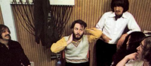 """Os """"Beatles"""" em sessão de gravação para """"Let It Be"""", o qual completa 50 anos de lançamento (Arquivo Blasting News)"""