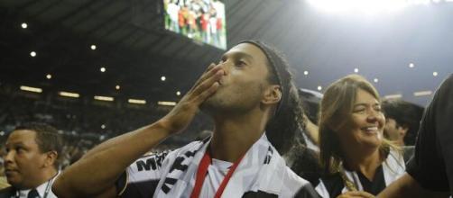 Torcedor do Galo poderá matar a saudade de Ronaldinho (arquivo Blasting News).