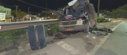Van teve a frente destruída. (Reprodução/TV Globo).
