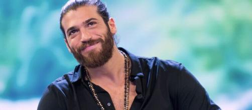 Can Yaman tornerà su Canale 5 a metà giugno con 'Erkenci Kuş'