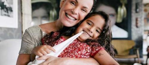 Carolina Ferraz vive momentos de terror com acidente doméstico da filha de 5 anos (Arquivo Blasting News)