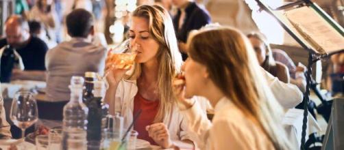 Dal 18 Maggio le Regioni potranno valutare la riapertura di parrucchieri, ristoranti e negozi.