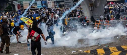 Extradition Protesters in Hong Kong Face Tear Gas and Rubber ... - nytimes.com