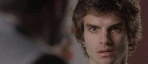 Fabinho vai armar para prejudicar Jonatas em 'Totalmente Demais'. (Reprodução/TV Globo)