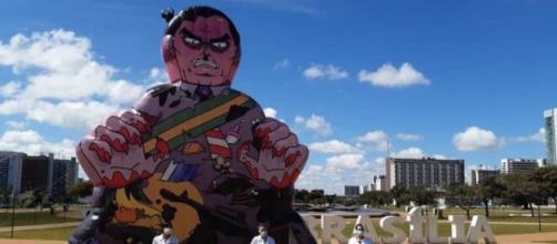 Joice Hasselmann comenta boneco feito para Bolsonaro. (Reprodução/Twitter)