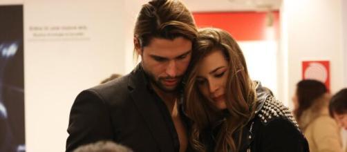 Luca Onestini scrive una dedica su IG per Ivana Mrazova: 'Ti amo, manca poco' .