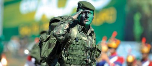 Ministério da Defesa inicia investigação para apurar se houve irregularidade no recebimento do auxílio emergencial. (Arquivo Blasting News)