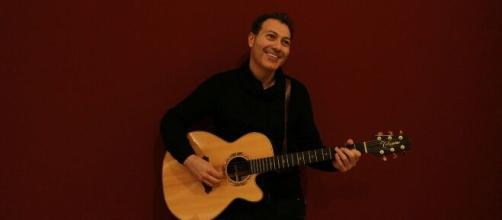Raffaele Viscuso ha parlato a Blasting News della collaborazione con Mauro Lusini al brano 'Un amore senza fine'.