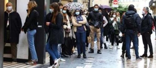 Zara la folie devant les magasins dès le premier jour de déconfinement